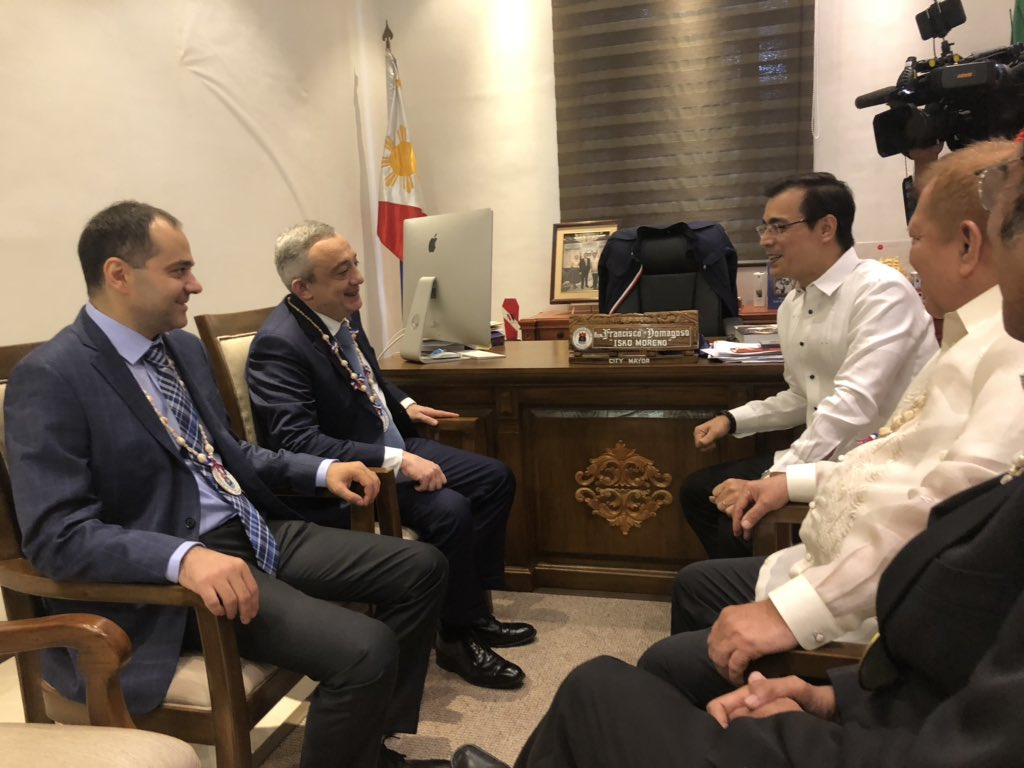 Georgia Ambassador to the PH Irakli Asashvili shares to Mayor @IskoMoreno what he calls 15 years of successful reforms in his country: It started w/ curbing corruption to zero level, fired old policemen, raised salaries and constructed police offices made of glass so that (1)