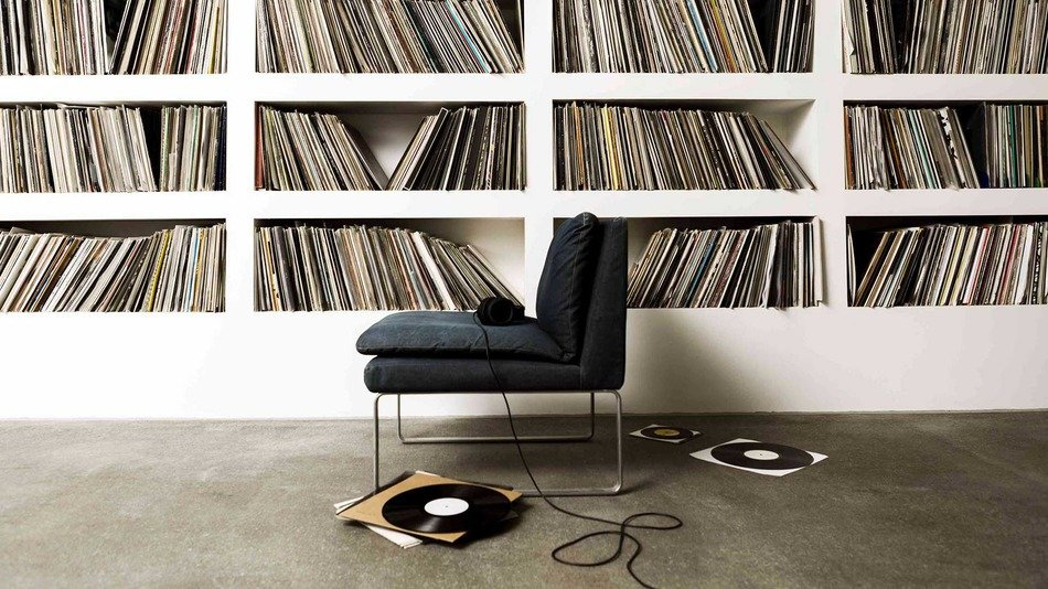 """""""Steve Jobs was a pioneer of digital music. But when he went home, he listened to vinyl."""" – Neil Young #WednesdayWisdom   #WednesdayThoughts<br>http://pic.twitter.com/vOJMThuk6a"""