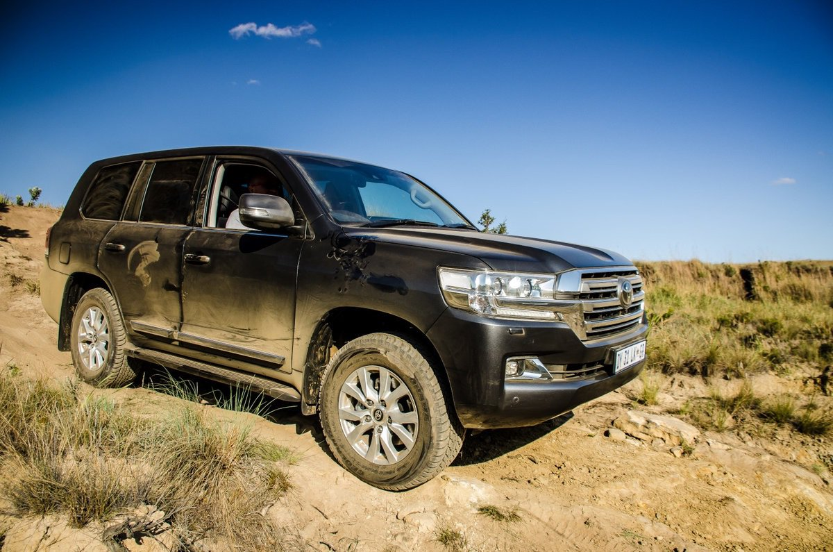 Toyota Says It's Canceling The Land Cruiser In 2022. How will African politicians and generals, the world warlord's, and South Sudan leaders travel then? <br>http://pic.twitter.com/80HOOXTcBm