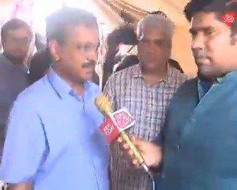 यमुना नदी में  बढ़ते जलस्तर से दिल्ली के कई इलाके हो रहे हैं प्रभावित | मुख्यमंत्री अरविंद केजरीवाल ने इन इलाकों का जायज़ा लिया और प्रभावित लोगों की समस्याएं जानी..देखिये, संवाददाता @PankajJainClick की अरविंद केजरीवाल से बातचीत।#ReporterDiaryMore Videos :http://bit.ly/IndiaTodaySocial…