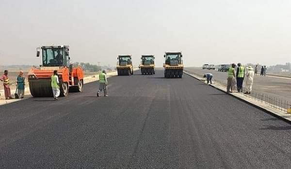 Government is preparing a detailed design and commercial feasibility of 296 Km #Sukkur-#Hyderabad (M-6) km motorway. The timeline for award of construction this project is December, 2019 <br>http://pic.twitter.com/pUD6qwYN4P