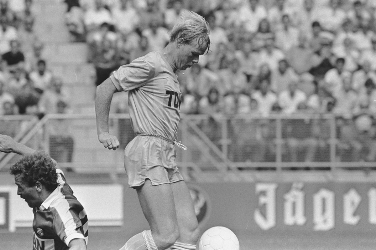 #OnThisDay, 1983.   A new kid on the block... Debut --> @RonaldKoeman! <br>http://pic.twitter.com/hmJatn3h8l