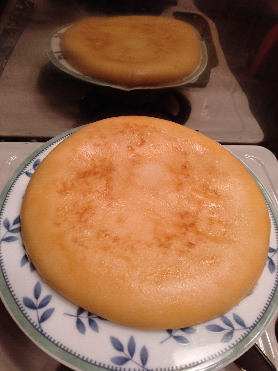 作ってみた🍰粗熱取り中😁これから一晩冷蔵庫で寝かす。どんな味だろう😍#豆腐チーズケーキ#炊飯器レシピヤスナリオさんの炊飯器豆腐チーズケーキ by こんにちはさん  #cookpad