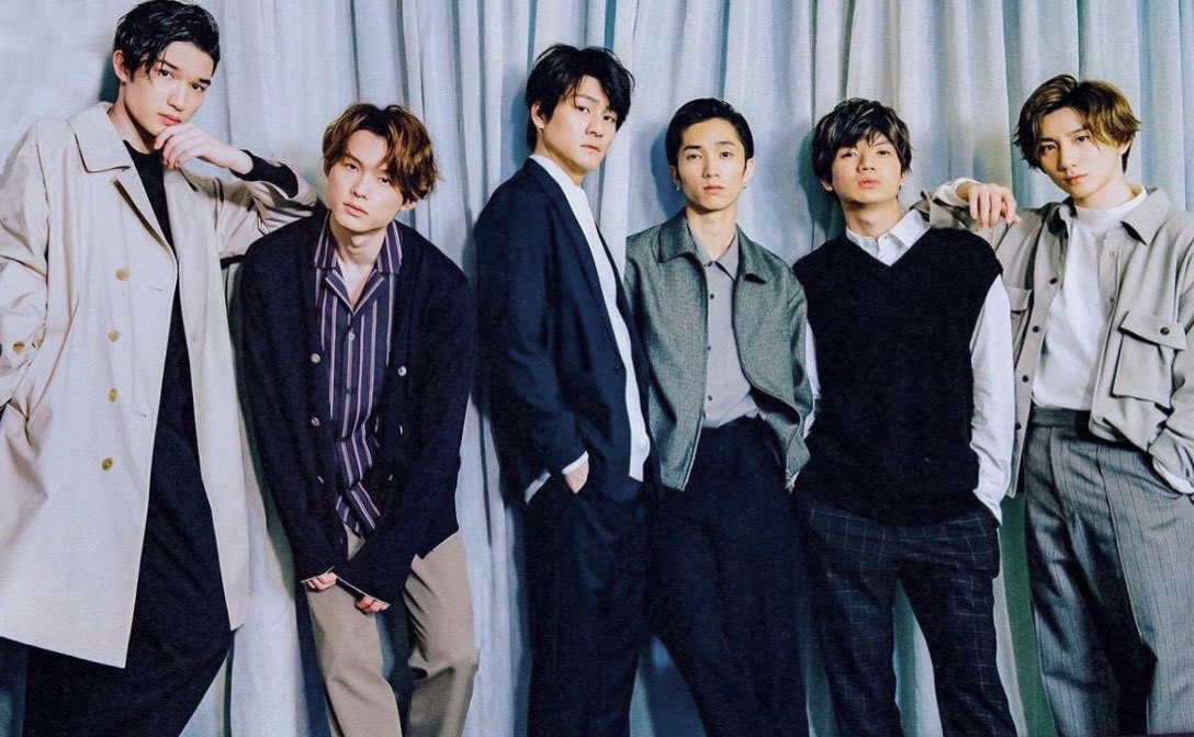 MORE - #SixTONES Crosstalk (1/2)  They criticized each other's photos and talked abt romance relationship dynamics, least gentleman member, role of each members within the group, their closeness, goals, and gratitude towards fans  <br>http://pic.twitter.com/glF7rd2aGZ