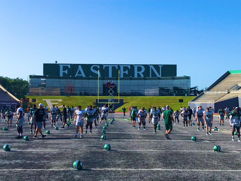 Chase anything you have the passion to do, only a dream 'til it happens to you  Y>  #ETOUGH<br>http://pic.twitter.com/Upf6ufiM9C – à Rynearson Stadium