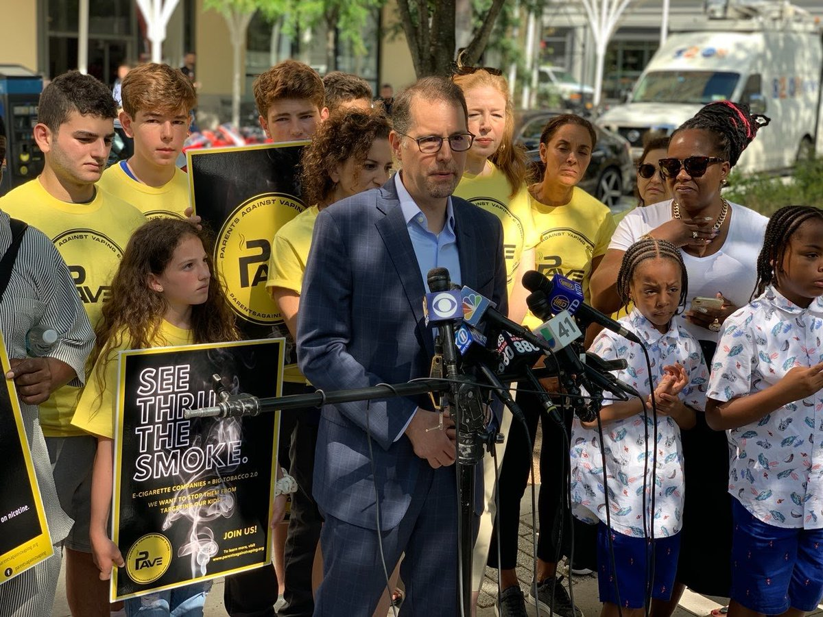 E-cigarettes are leading a new generation of kids into nicotine addiction. Now young people themselves are fighting back. Proud to stand with them in call for a ban on the vaping flavors that are hooking kids in NYC. newyork.cbslocal.com/2019/08/20/par…