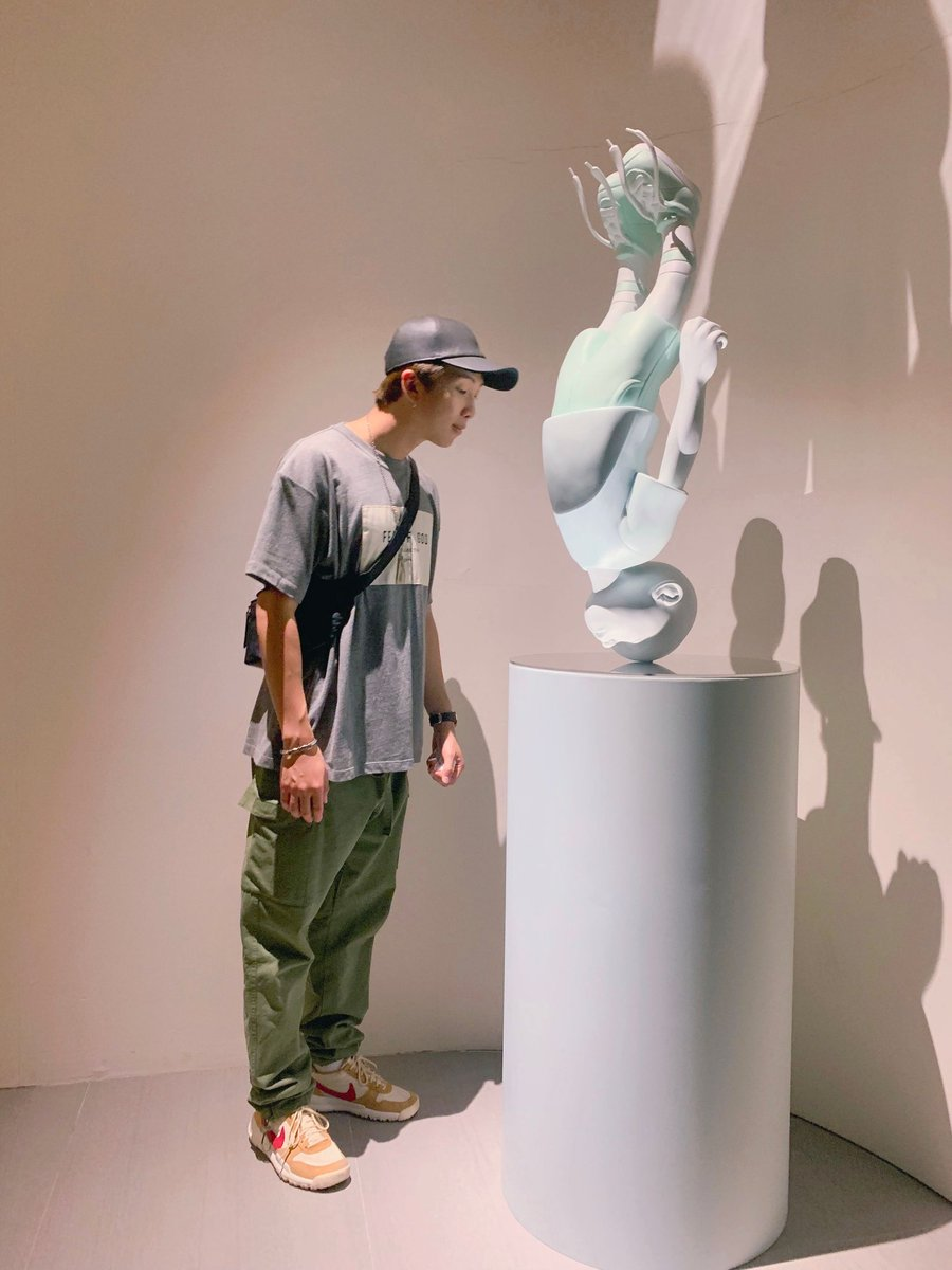 """Seems like #RM bought """"The Descendent"""" figure!   It was produced by Hands in Factory, limited to only 30pcs, made of resin, wood, and acrylic glass.  It is only available only at Lotte Museum itself, and were sold out on the first day of the exhibition!   @BTS_twt #Namjoon <br>http://pic.twitter.com/u20Avp9elU"""