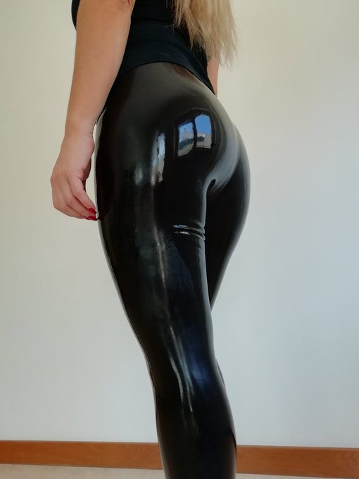 Because it's #asswednesday once again. #latexpants by https://t.co/EFCV38j7ka https://t.co/mmJzePTP3
