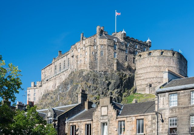 Happy #PoetsDay Robert Burns wrote Address to Edinburgh in 1786, where we wrote about the city and the castle. We do like the below line from his poem, we find it quite fitting. Edina! Scotias darling seat! All hail thy palaces and towrs #EdinburghCastle