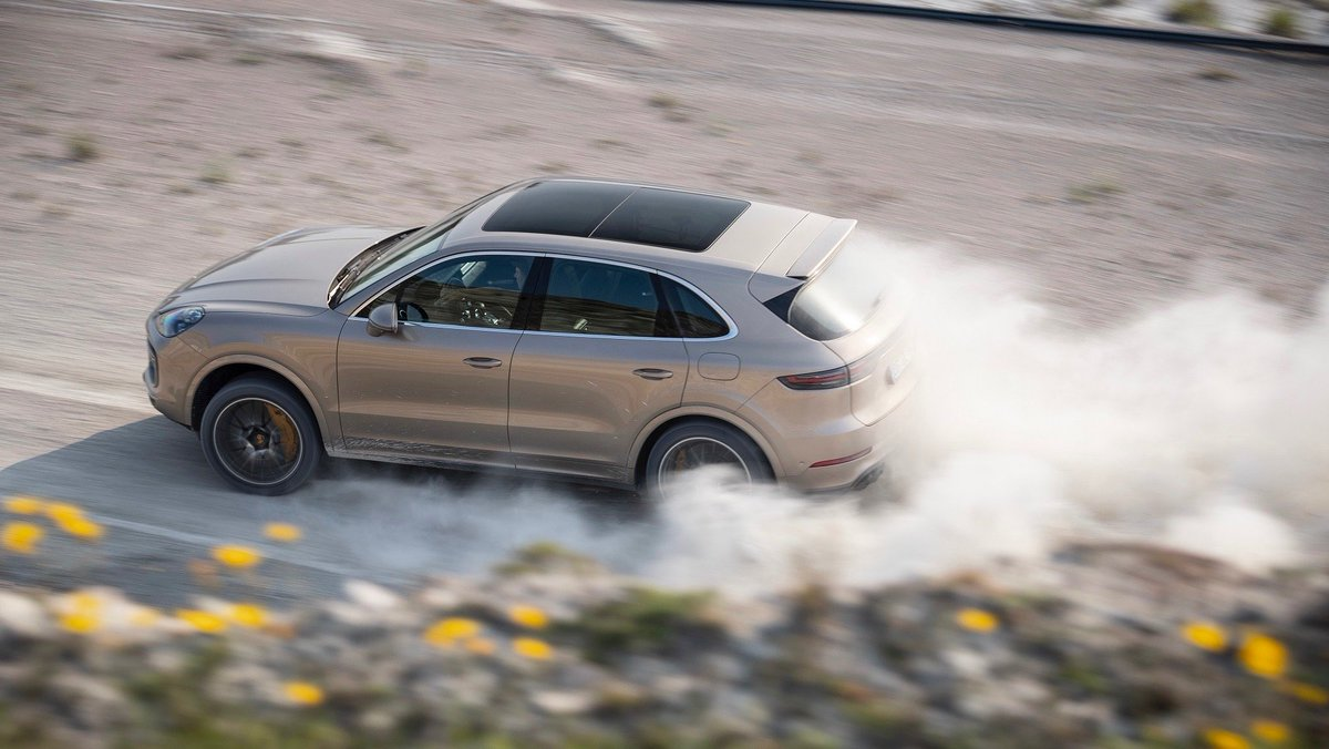 The #Porsche #Cayenne Turbo S E-Hybrid clocked a hand-stopped time of 3:51 minutes around the Swedish @GotlandRing, which is still under construction and partly unasphalted. More:  http:// por.sc/8VXoG5    <br>http://pic.twitter.com/oP6xEGAKLP