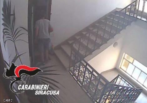 Spaccia in casa dai domiciliari ma viene incastrato dalle sue stesse telecamere di sorveglianza - https://t.co/8lvEaGvHGm #blogsicilianotizie