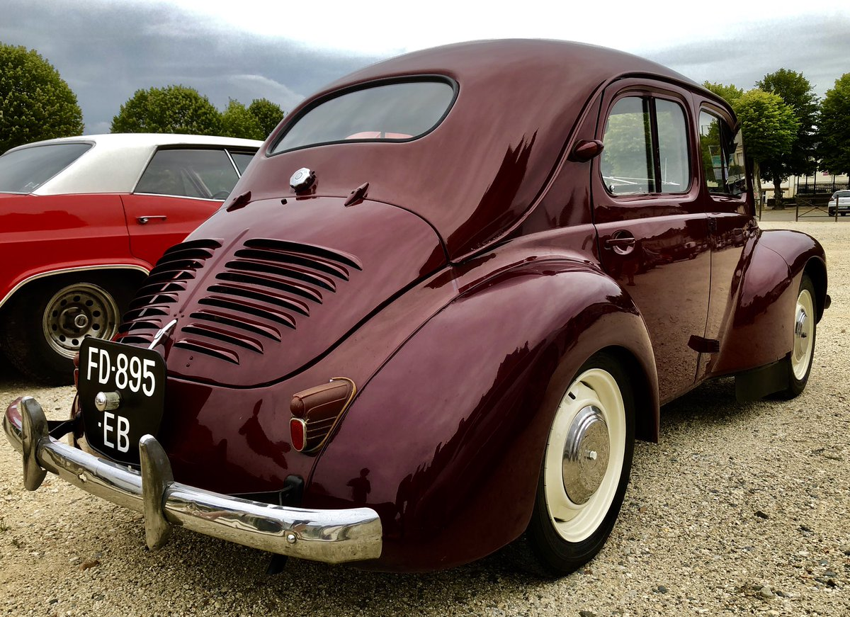 test ツイッターメディア - The beautiful and simple Renault 4CV with its suicide doors. What happened to car design if you look at today's trash?🇫🇷 https://t.co/cxQ6jSCHKb