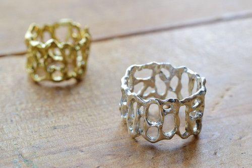 素材のもつ風合いを生かし、自然の美しさを追及したジュエリーを展開!  網目のような模様がクールでスタイリッシュ ネイルした指を更に輝かせてくれる指輪です  Stonehenge | ombre bijoux https://buff.ly/2ZkNK3I #BASEec #jewelry @yapi_accessoryさんからpic.twitter.com/3HC7JjHsRT