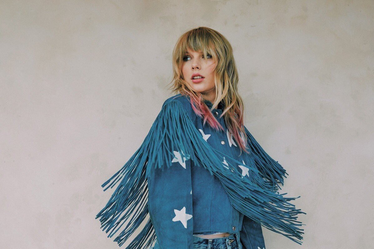 | Taylor's upcoming schedule:  AUG  22: GMA show  22: Livestream  22: Lover music video  23: Lover released  23: SiriusXM show + m&g  23: iHR secret session audio  24-25: SiriusXM takeover  26: VMAs  SEP  02: BBCR1 Live Lounge  09: City of Lover Paris show <br>http://pic.twitter.com/VLq7MlQm5d
