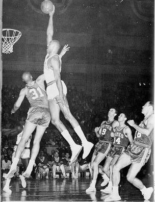 """Wilt The Urban Legend   7'1"""" 280 lbs  45+ inch vert  Bench 500 pounds  4.6 40-yard dash  Volleyball Hall of Fame  3 x Big 8 High Jump Champion  Almost fought Muhammad Ali  20,000... <br>http://pic.twitter.com/bhjrFeRW4k"""