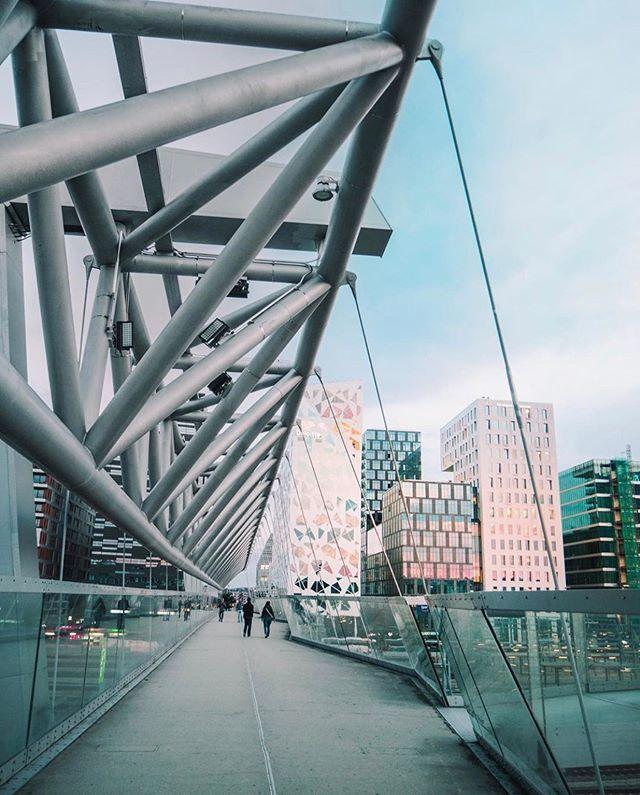 Akrobaten bro (The Acrobat bridge). Photo: @onyhlm who misses Oslo, and Oslo misses him 😊 ift.tt/2HiV45R