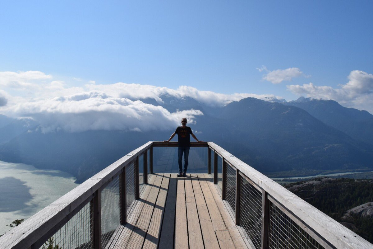 A5: Just made an incredible solo trip to Seattle and Vancouver. Spectacular views from the @seatoskygondola north of Vancouver just before it got too busy.  #ExpediaChat #travel <br>http://pic.twitter.com/njl5ZBb2MM