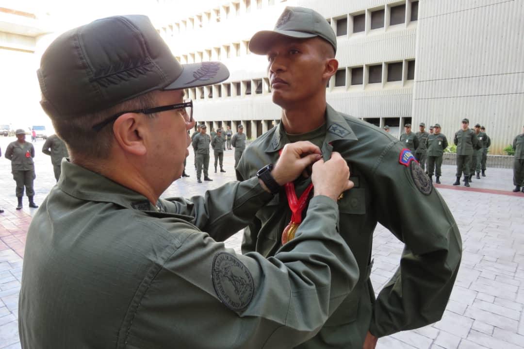 Tag fanb en El Foro Militar de Venezuela  ECgD0oJW4AYkcC2