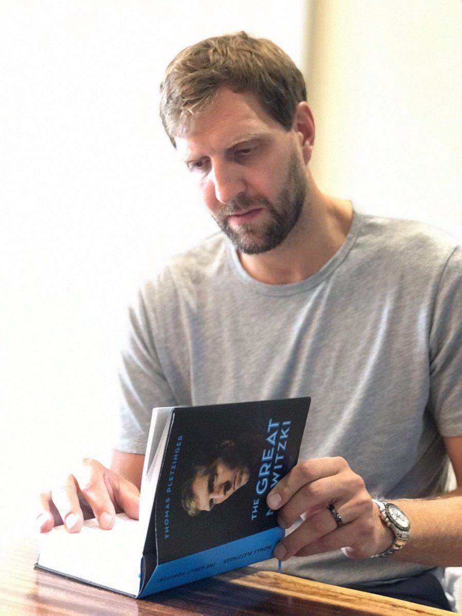 """Da ist es! Das erste Exemplar von """"The Great Nowitzki"""" von @tpletzinger. Sieben Jahre hat es gedauert und ab morgen endlich in den Buchläden erhältlich"""