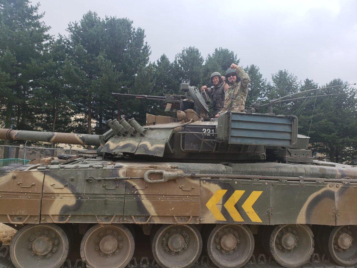 الجيش الامريكي يختبر دبابه T-80 الروسيه الصنع  ECgDzRJUwAAO19E