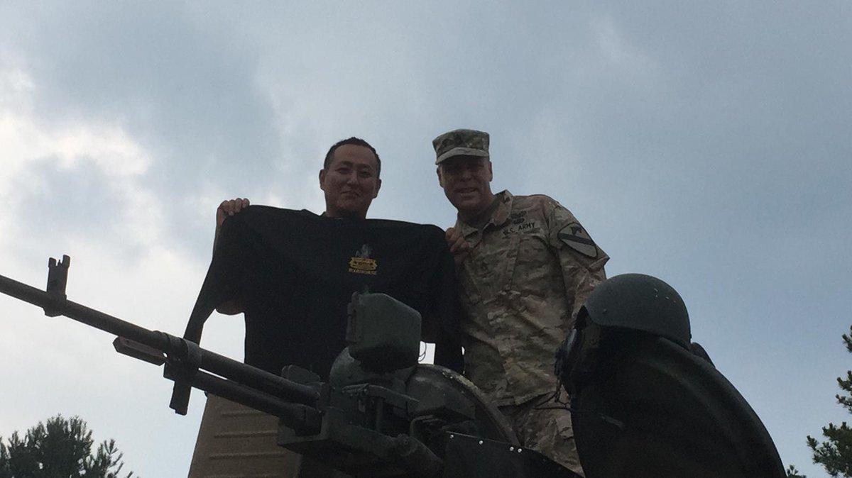 الجيش الامريكي يختبر دبابه T-80 الروسيه الصنع  ECgE4INUcAA8MMM