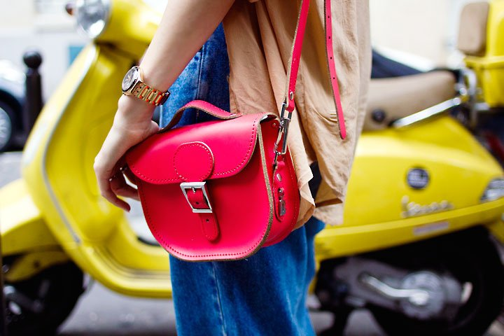 The perfect Bank Holiday accessory!!! The Half Pint is our cutest cross body satchel featuring handy top handle and available in over 20 shades. Order yours by this evening for guaranteed Friday delivery! FREE UK DELIVERY! Buy Now:  https:// brit-stitch.com/leather/half-p int-small-satchel-bag/  …  #weekendready <br>http://pic.twitter.com/biE0trIXct
