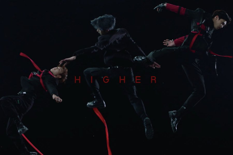 """WATCH: """"#Produce_X_101"""" Group #X1 Is Ready To Fly In Stunning Debut Concept Trailer  https://www. soompi.com/article/134420 0wpp/produce-x-101-group-x1-reveals-1st-glimpse-of-debut-concept-with-han-seung-woos-striking-teaser-photos  … <br>http://pic.twitter.com/4l5JfgrpPL"""