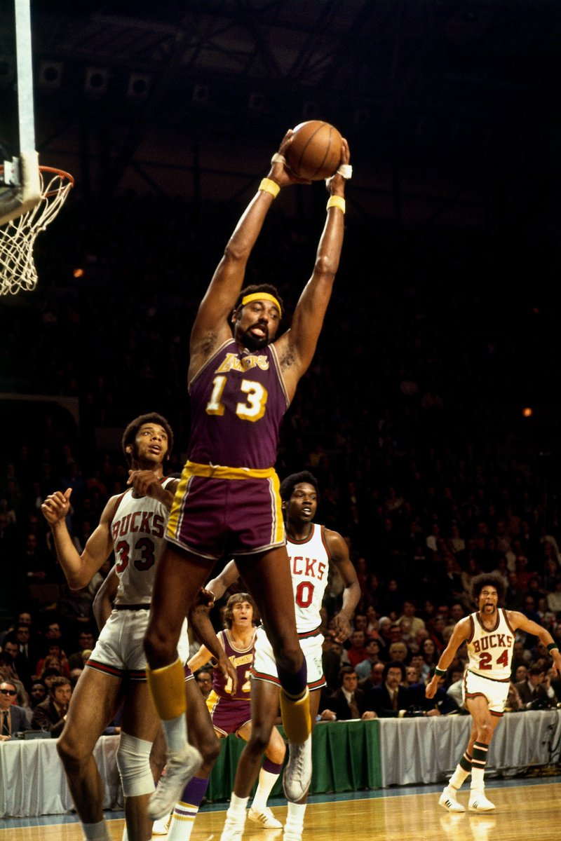 Mr. 💯  Happy earth strong to the late, great Wilt Chamberlain 🙏