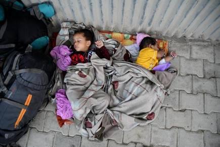 #UnlockKashmirToBreath #StopKillingKashmiris  17th day of curfew in Kashmir.<br>http://pic.twitter.com/YMHUQl6IfH