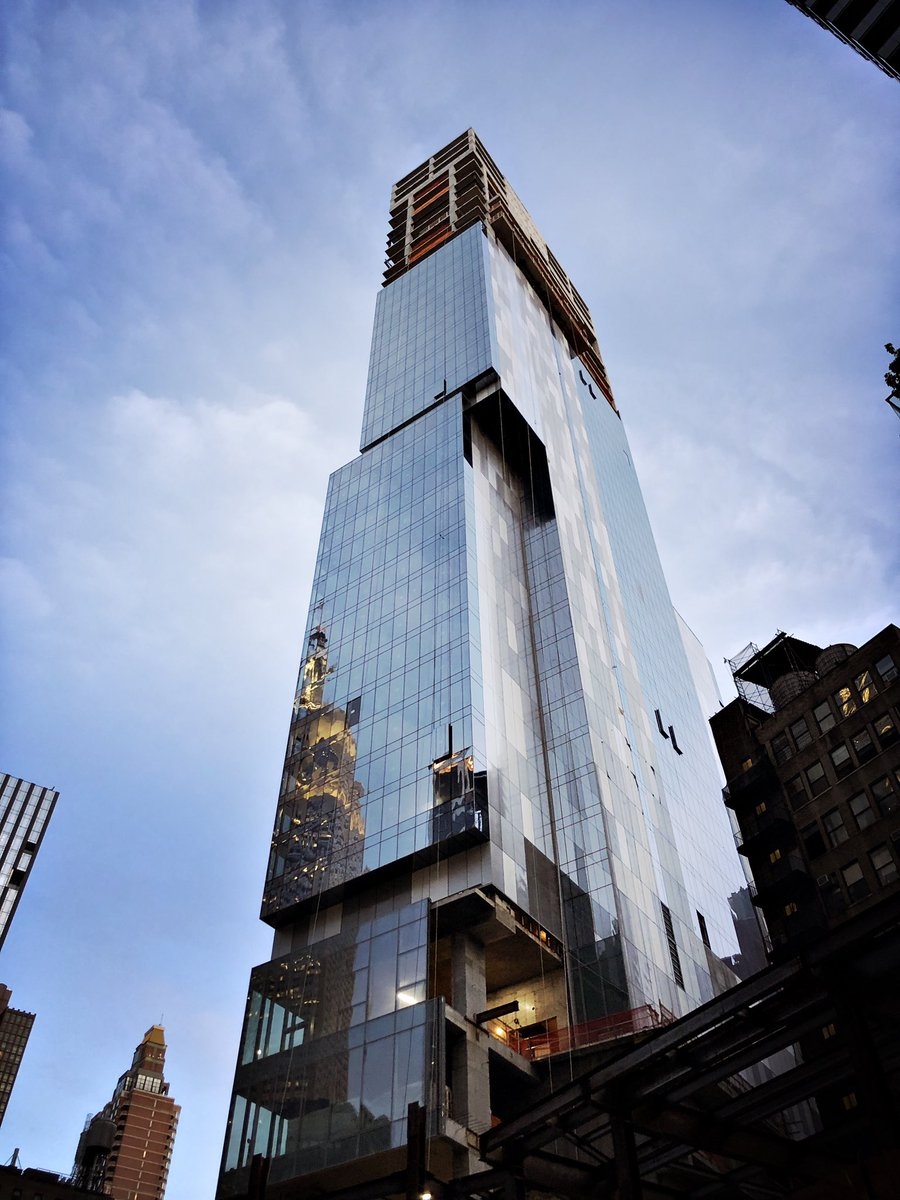 New construction on 30th Street reflects the Empire State Building just to the north. <br>http://pic.twitter.com/oDoLx8AAr4