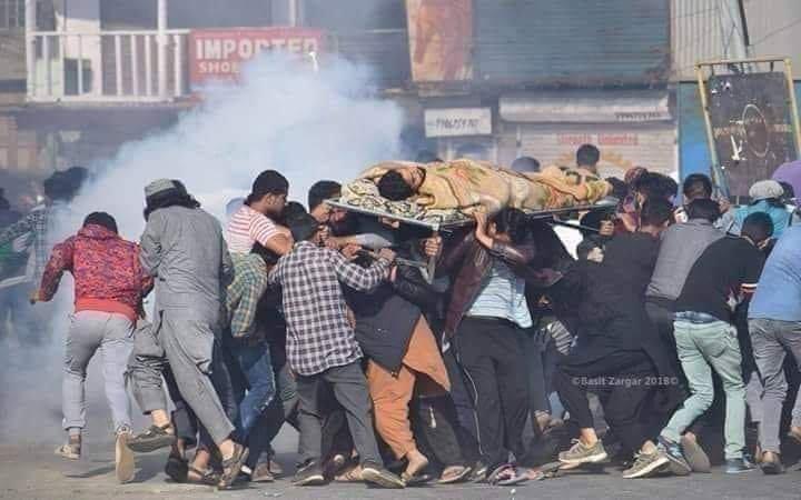 Modi Hitler is killing innocent people in Kashmir.. #KashmirStillUnderCurfew  #UnlockKashmirToBreath <br>http://pic.twitter.com/he93JXQ2Ib