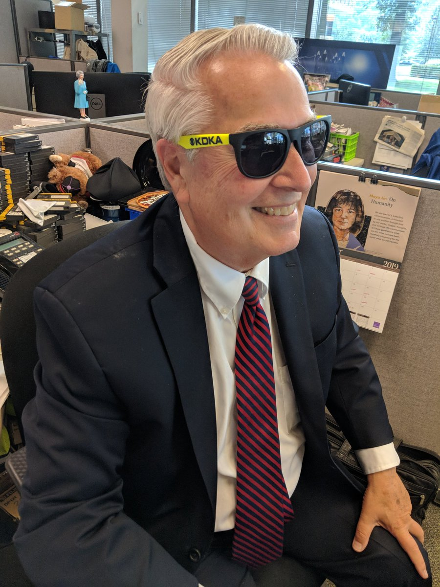 They just handed out new sunglasses in The Newsroom. Should I wear these in public? @KDKA<br>http://pic.twitter.com/B8Qh4CkCQR