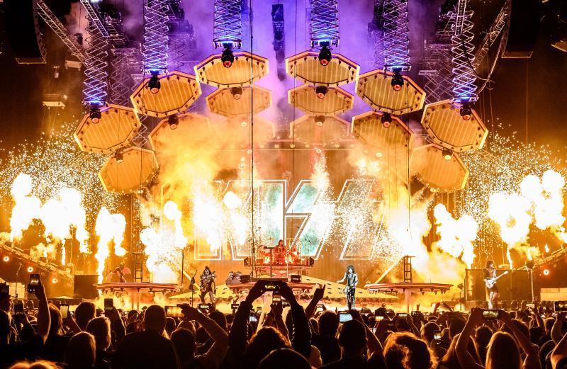 TONIGHT! #EndOfTheRoad World Tour visits Hershey Park Stadium in Hershey, Pennsylvania!