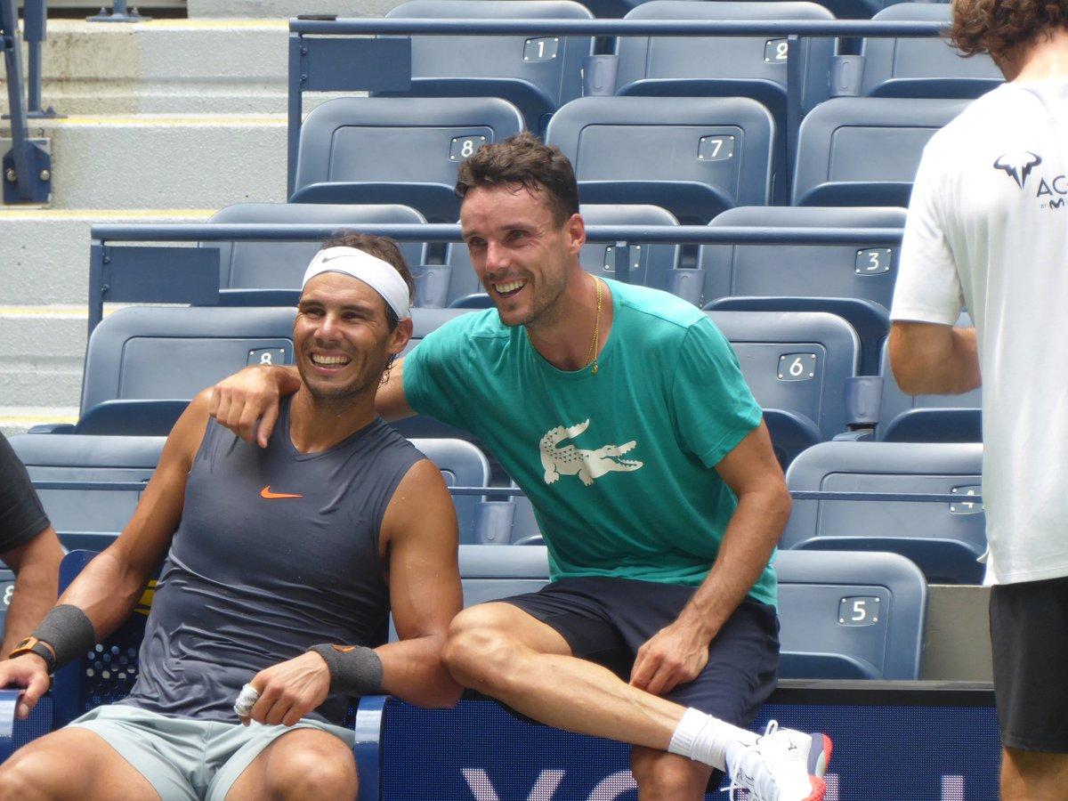 End of practice smiles.  <br>http://pic.twitter.com/moTz0EjRP0