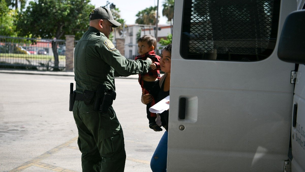 U.S. moves to detain migrant children indefinitely https://reut.rs/31Wck8G