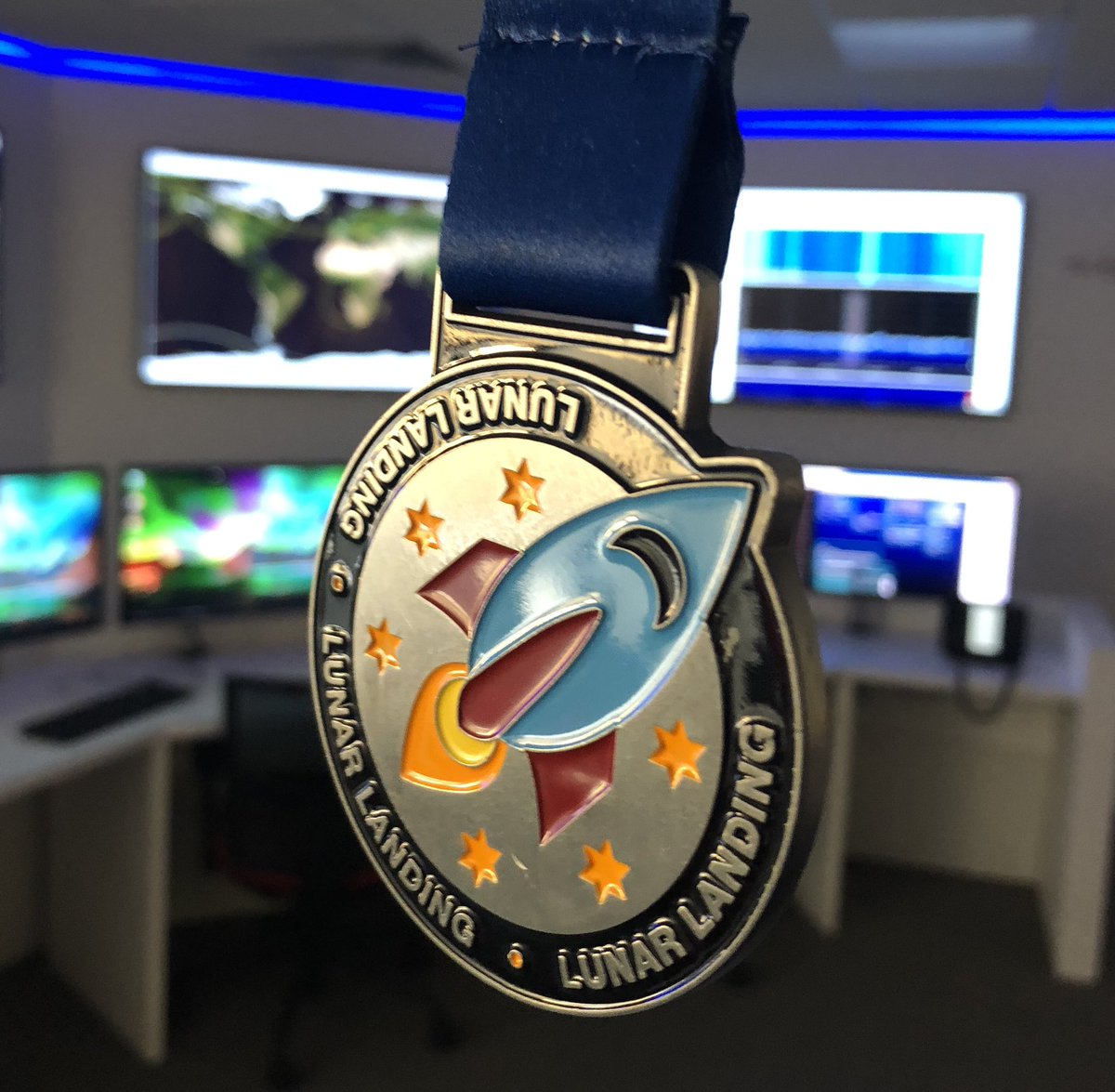 Did a run for #Apollo50th & got a lovely medal to show off in the backdrop of our ace groundseg  <br>http://pic.twitter.com/eHjQ36NOZJ