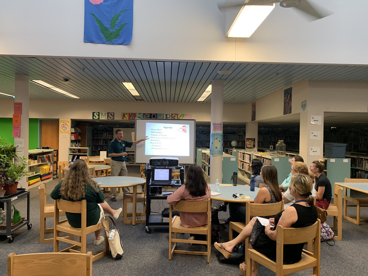 Dr. Longo welcoming new staff to @SMS_CT this afternoon! 🎉 Welcome aboard... @DrChrisLongo @BNanassy @SalemSasha #SMSpride #NMPSrocks 💚