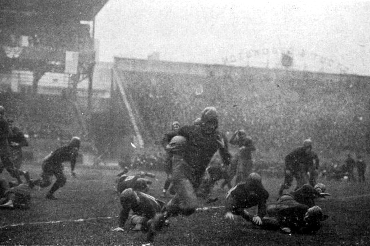 A great photo from Nov 23, 1918, of Pop Warner's @Pitt_FB beating the undefeated (and unscored upon) @GeorgiaTechFB coached by John #Heisman 32-0 at #Pittsburgh's Forbes Field.   This loss put a stop to Georgia Tech's 33-game no-loss streak under John Heisman. <br>http://pic.twitter.com/0UleSbDmn0