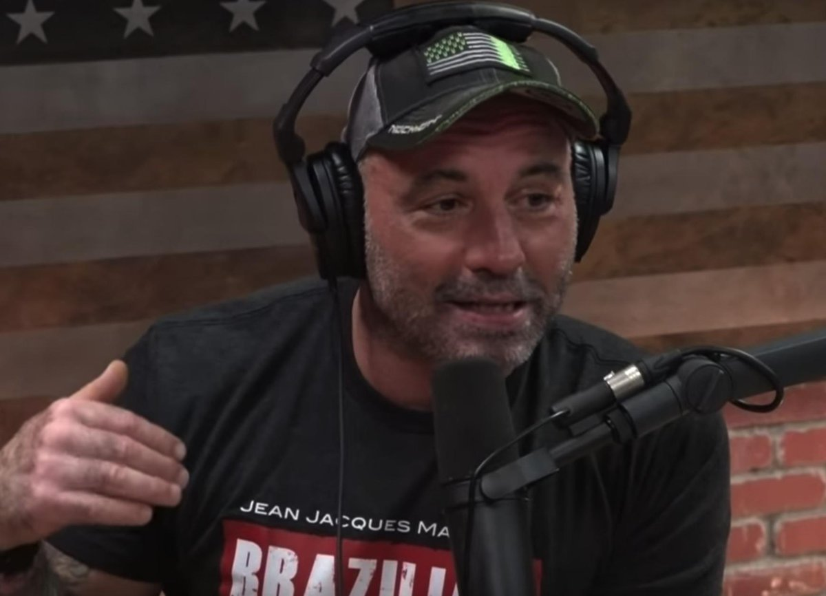 Joe Rogan Describing What It's Like To Tour With Dave Chappelle Will Blow Your Fucking Mind barstoolsports.com/barstoolu/joe-…