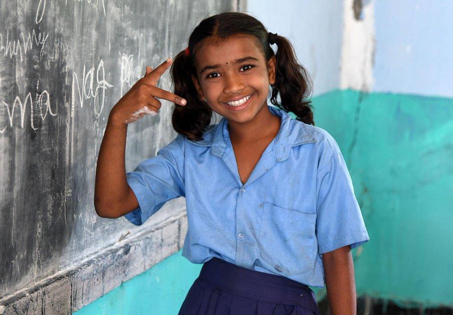 #ForEveryChild, equality! Please RT if you agree with this #WednesdayWisdom! v/@unicefindia अगर एक लड़की को हम सफल होने का मौका देते हैं वह क्या कुछ हासिल कर सकती है।
