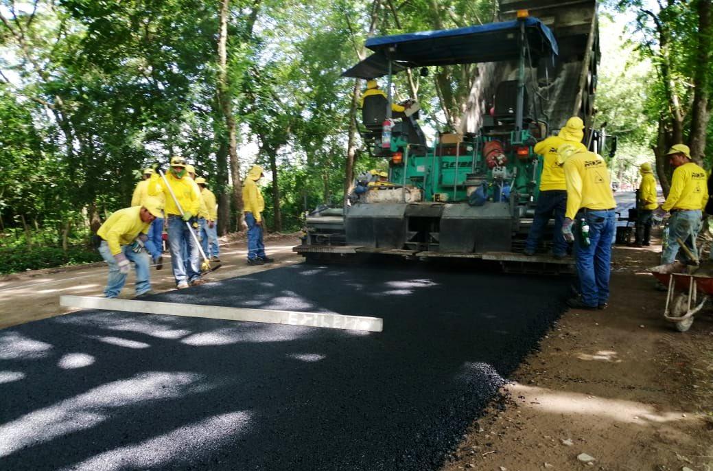 Tenemos una buena noticia para las familias de Oriente. Hoy, empezamos la pavimentación del camino que conecta el desvío de San Marcos Lempa con el Cantón El Zamorán.