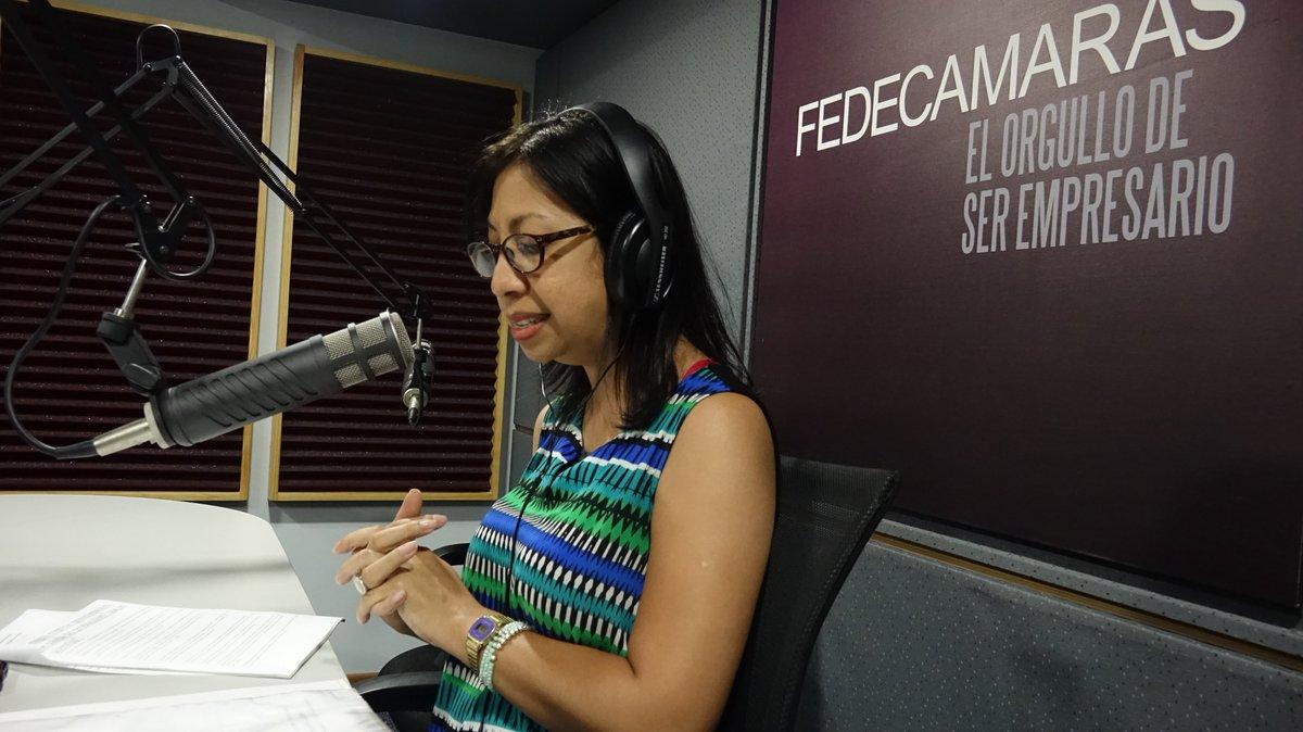 #AlAire📻#MesaDeAnálisis📊con Ahiana Figueroa @ahianaf🎙️por http://fedecamarasradio.com #FedeRadioVe #21Ago