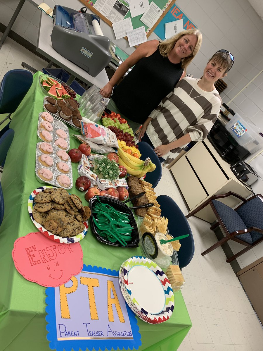 We ❤️ our amazing @wbggpta parents! Thank you so much for the yummy treats to fuel our teachers for our first day of school! #WBPandas #WeAreD34