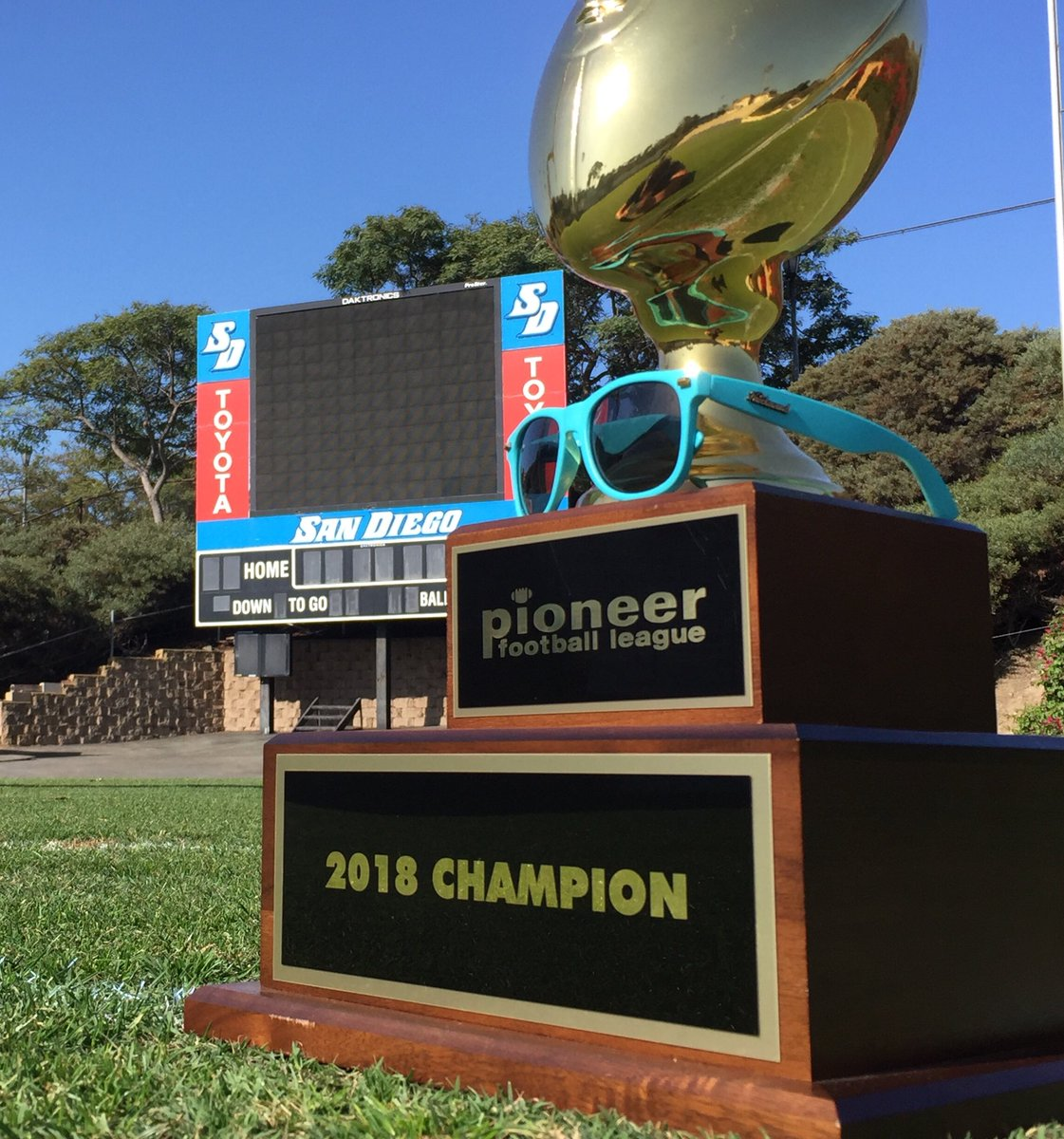 Lights are bright on Saturdays! @USDFootball would like to thank @Knockaround for you support through camp  #ballinatthebeach #Toreros<br>http://pic.twitter.com/wYM6Cw0FsJ – à Torero Stadium