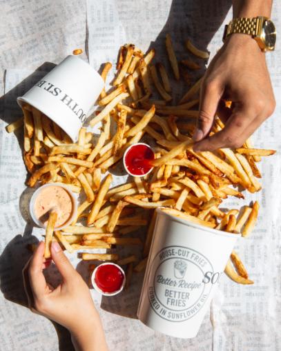 Fries for everyone!  #SouthStBurger #BetterFries https://t.co/eaOaDMHGiR