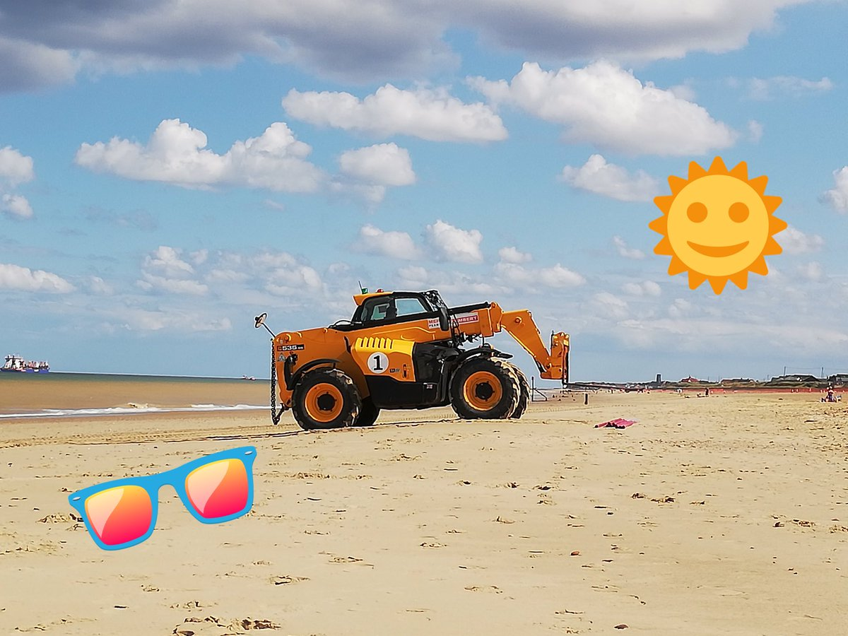 You've heard of a busman's holiday? This is a tractor's holiday! #Suffolkhour #OnlyInSuffolk<br>http://pic.twitter.com/p2M7gGM7oa