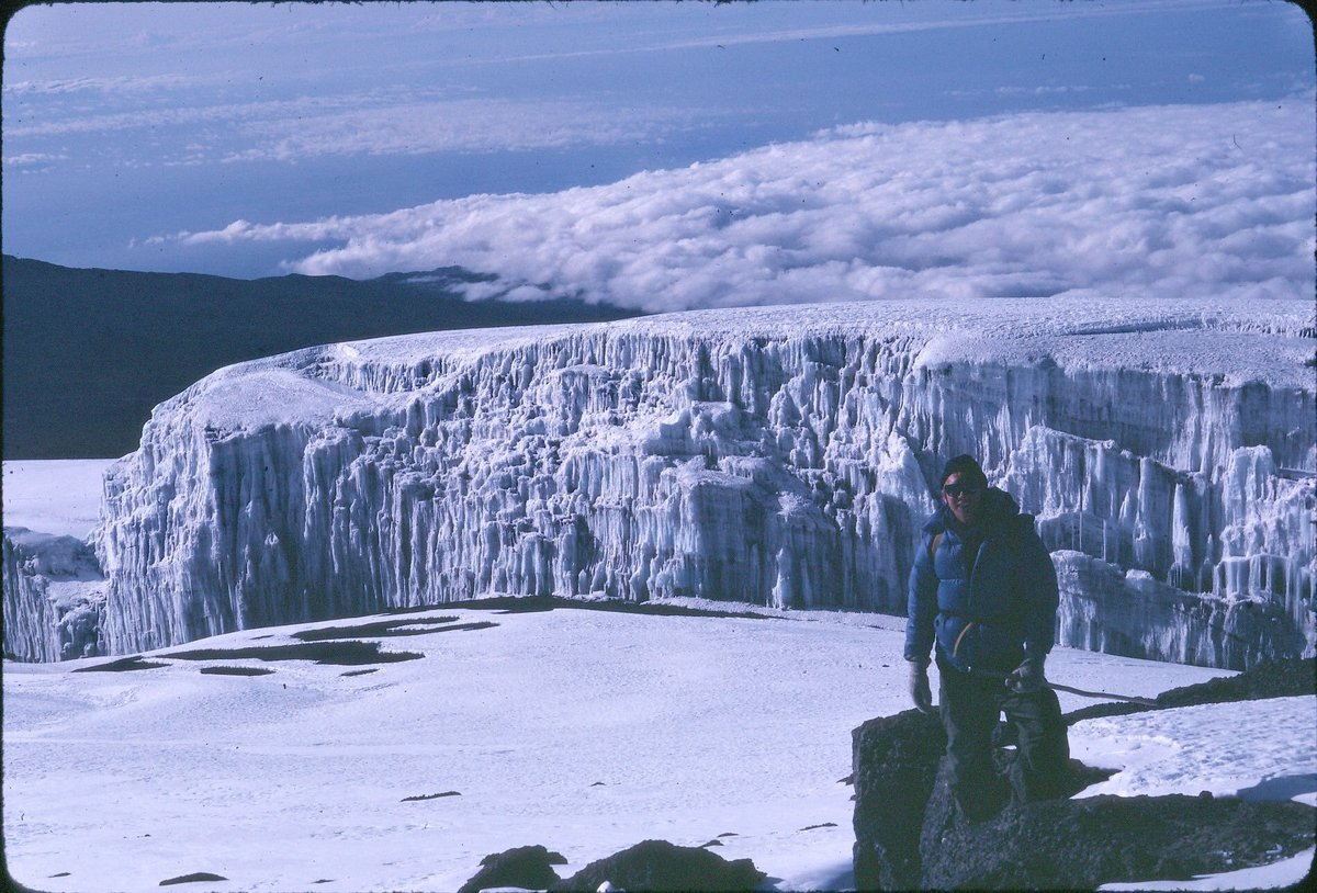 the first pic is my dad on Kilimanjaro 37 years ago, the second is me on Kilimanjaro earlier this month. The glaciers on the mountain are almost completely gone because of #climatechange. truly heartbreaking<br>http://pic.twitter.com/wbRULbXpQZ