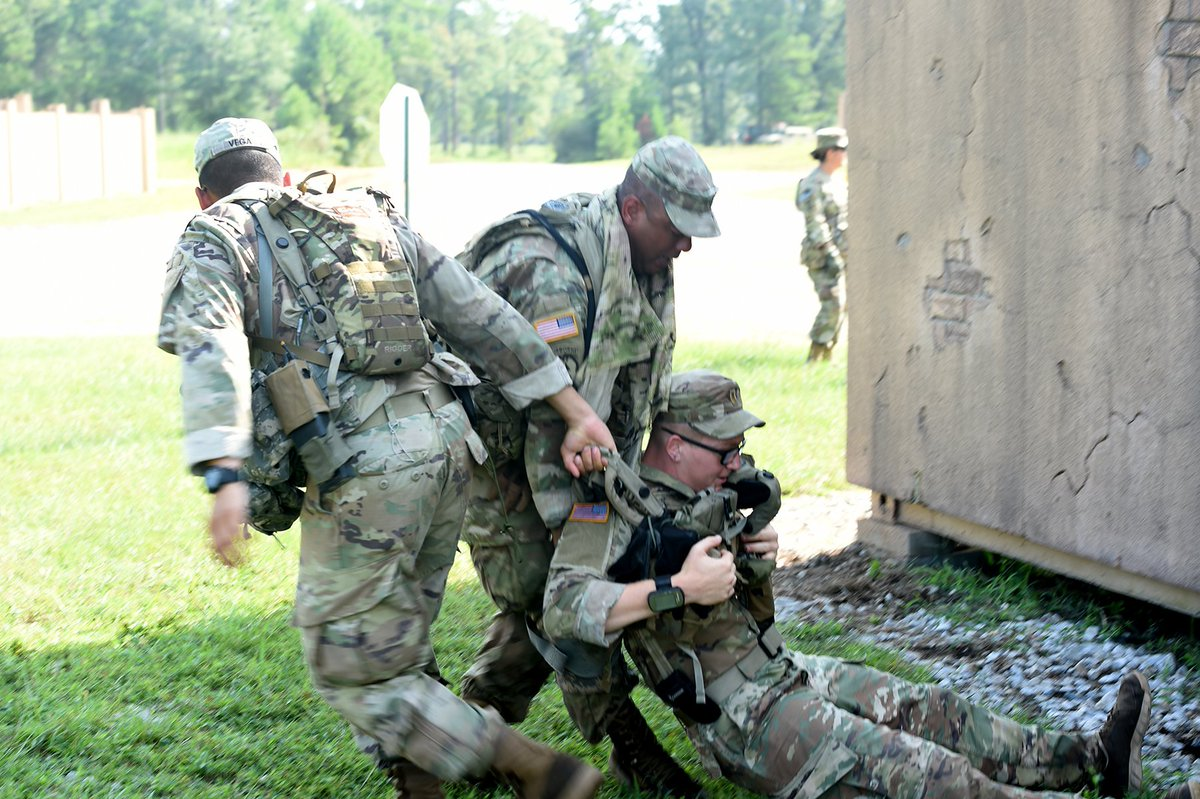 #USArmyReserve observer coach/trainers ready infantry Soldiers during a @USArmy Total Force exercise:  https:// go.usa.gov/xVg3w    <br>http://pic.twitter.com/9EnTl4mONV