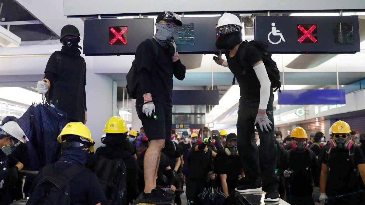Hong Kong protesters renew clashes with police https://reut.rs/2zcql6b