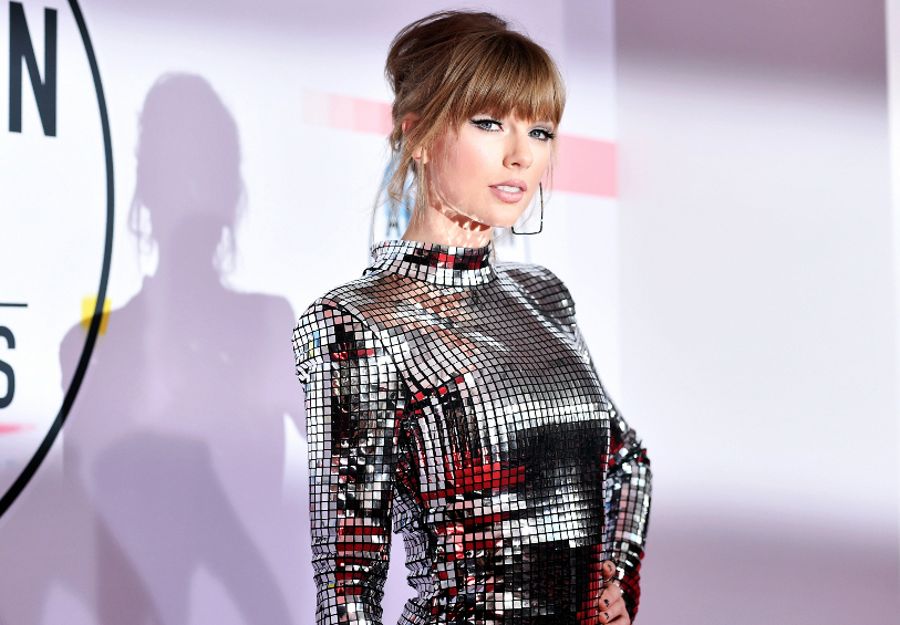 Why Taylor Swift's 'Lover' is a guaranteed success  https:// rol.st/2zfuLsI     <br>http://pic.twitter.com/xWbzSjw7qp